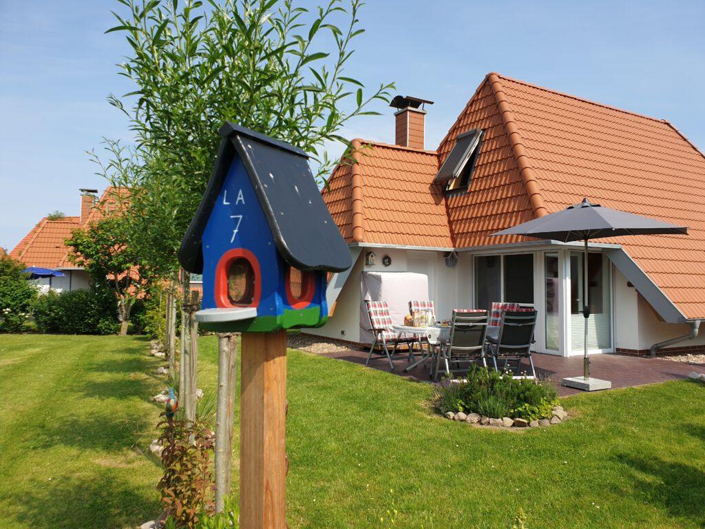 Vogelhaus und Terrasse Ferienhaus Wiesenpieper in Wremen